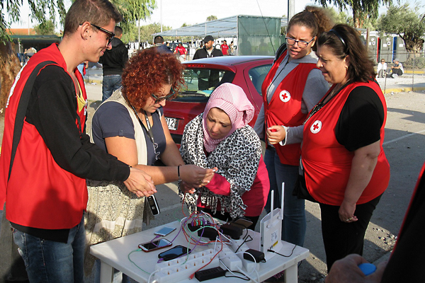 Red Cross Societies make sure migrants can use their own telephones, by providing charging points or inexpensive SIM cards.